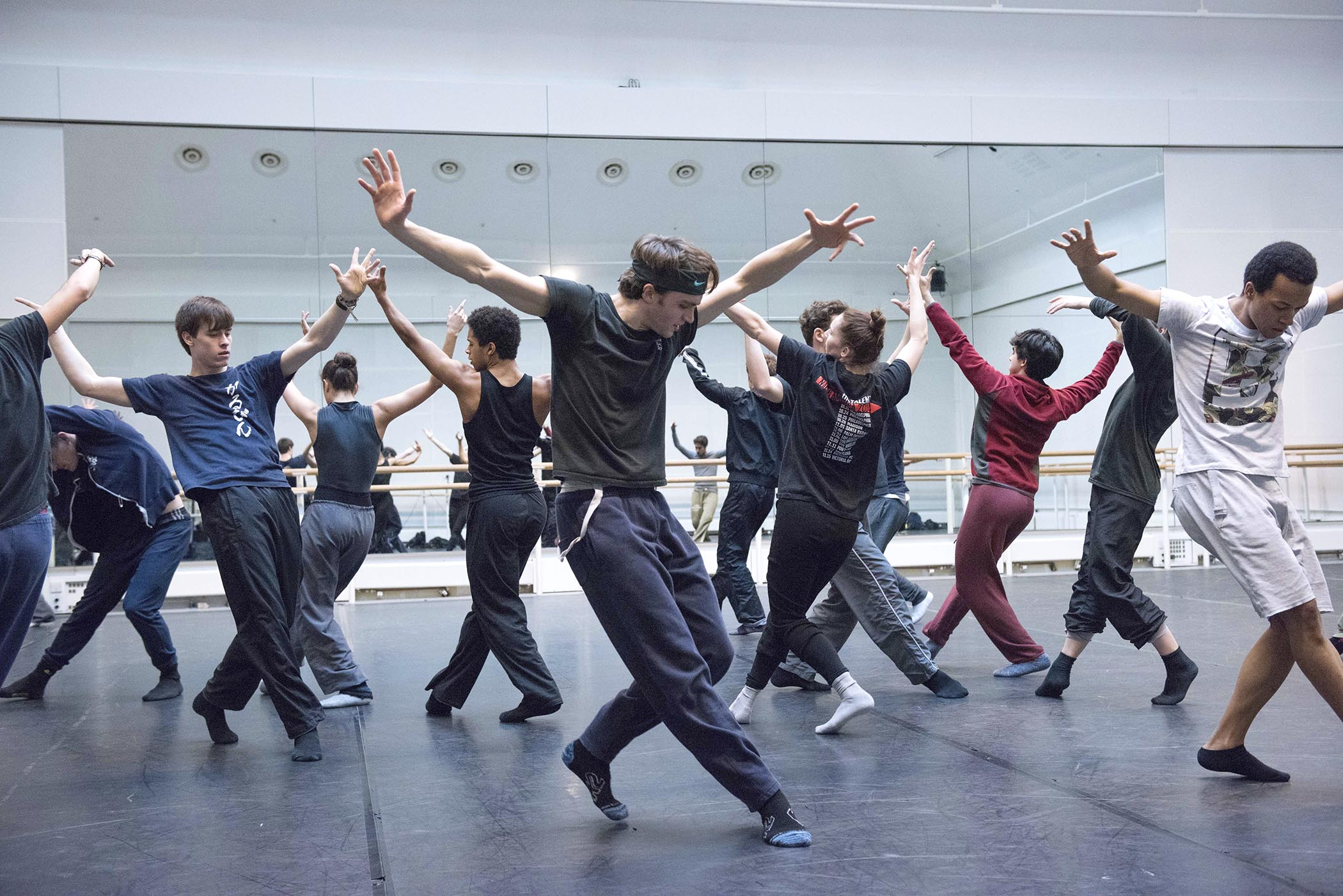 Watch: Hofesh Shechter in rehearsals with The Royal Ballet